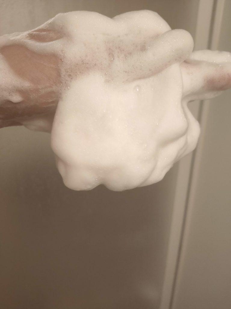 バルクオムシャンプーの泡はもちもちで気持ちいい